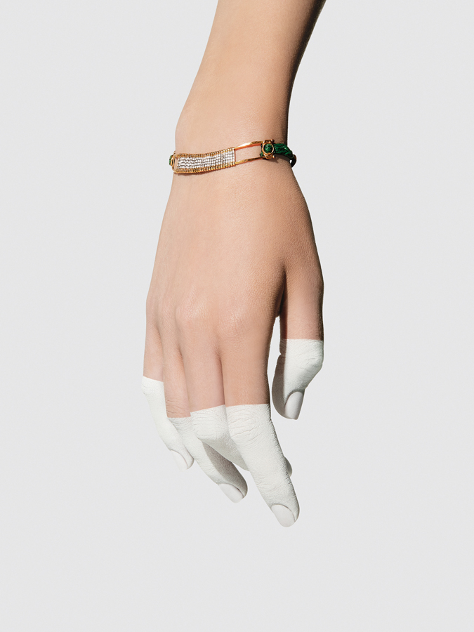 APRIATI LOOKBOOK SPRING 2016 GREEN BARRET BRIDGE BRACELET PICTURE IN WHITE HAND