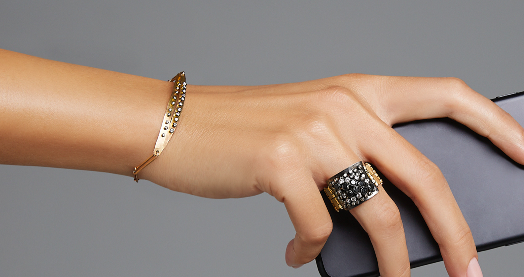 PHONE HANDS - BRACELET AND RING